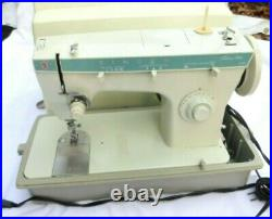 Vintage SINGER Fashion Mate Sewing Machine 258 With Foot Pedal, case, accessories